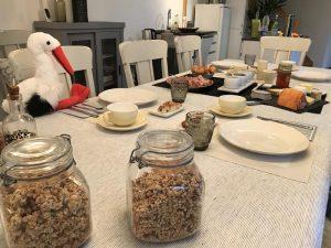 Petit déjeuner et cigogne