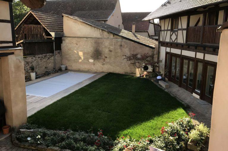 Cour intérieure jardin et piscine
